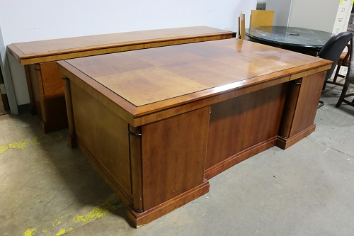 If You Or Someone Know Is Interested Don T Hesitate To Inquire Office Furniture Like This Will Not Last